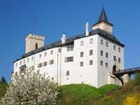 S hostem na Rožmberku 2021 - letní povídání s výjimečnými hosty na nádvoří hradu (M. Bárta, P. Forman, D. Vávra, M. Vašáryová)